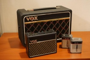 VOXの珍しいバッテリーで使える小型アンプ。電池は日本ではなかなか手に入りづらい、ヨーロッパ独特の型式の物で、トランス等もヨーロッパ使用なので、日本で使えるように改良をしています。これも滅多に日本市場に出なくなりました。
