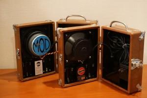 左はJANSENの6インチスピーカーを入れた、モディファイモデルです。自作品