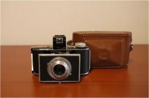 Memo:Signet35と同時期に販売されていた828フィルムを使う、 小型軽量された機種であったが、形体的に古臭いデザインである。