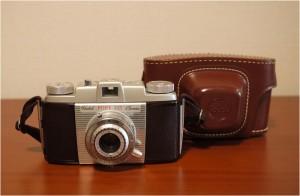 Memo:1950年代の入門機で、当時の35mm判カメラの最も底辺に位置した。 この固体はPony135の最終型で殆んど使用感の無いミント品である。