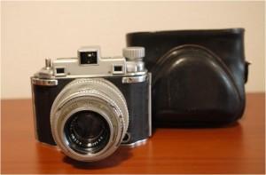 Memo:第二次世界大戦勃発前後のアメリカで開発された高性能カメラの改良型である。 Ⅰ型が1941年~45年、Ⅱ型は1946年~52年まで作られたので、Ⅱ型の最初期の 固体である。 1948年頃までは殆んど一般には出回らず、軍関係の使用がメインだった様だ。